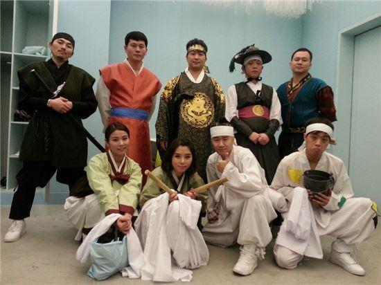 박현빈(상단 가운데)