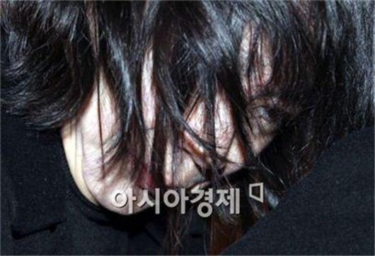 고개숙인 조현아 영장심사 출석…구속여부 오늘 결정