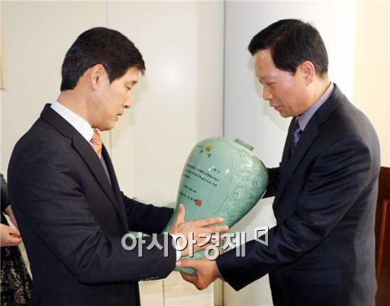 순천시가 전라남도에서 실시한 2014년도 토지행정 종합평가에서 '대상'을 수상했다.