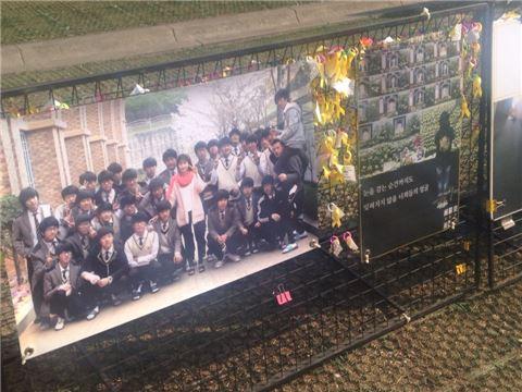 ▲세월호 사건을 겪은 희생자·생존자들이 찍은 단체사진
