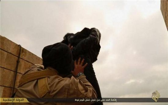 IS 무장단체, 동성애자 처형 / 사진제공=온라인 커뮤니티