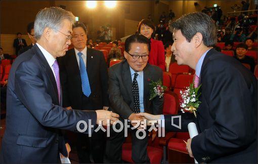[포토]한자리에 모인 문재인·이인영·박지원