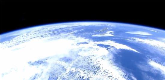 ▲ISS에서 내려다 보이는 푸른 지구.[사진제공=NASA]