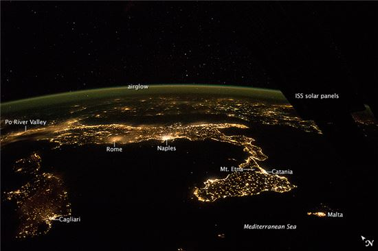 ▲우주에서 본 밝게 빛나는 이탈리아의 밤. '사진'조에 들어갔다.[사진제공=NASA]