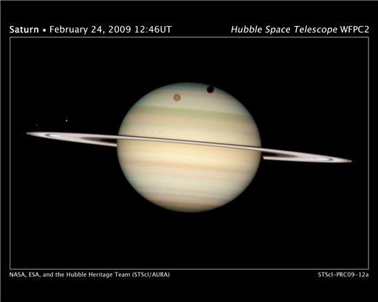 ▲토성과 위성이 뚜렷하게 보인다.[사진제공=NASA]