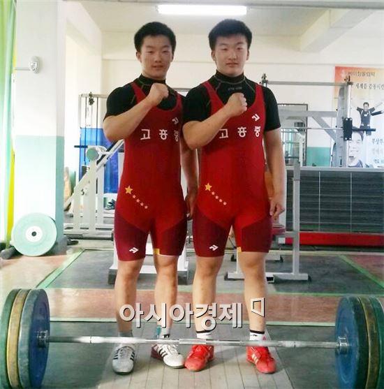 장영재(오른쪽), 장영진 쌍둥이 형제