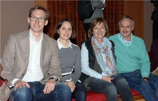 국립국악원 '금요공감' 공연을 관람한 후 슈틸리케 감독이 가족들과 포즈를 취하고 있다.
