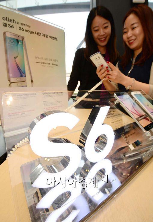 """가격 내린 'S6 엣지'…""""주말 판매 2배 늘었다""""(종합)"""