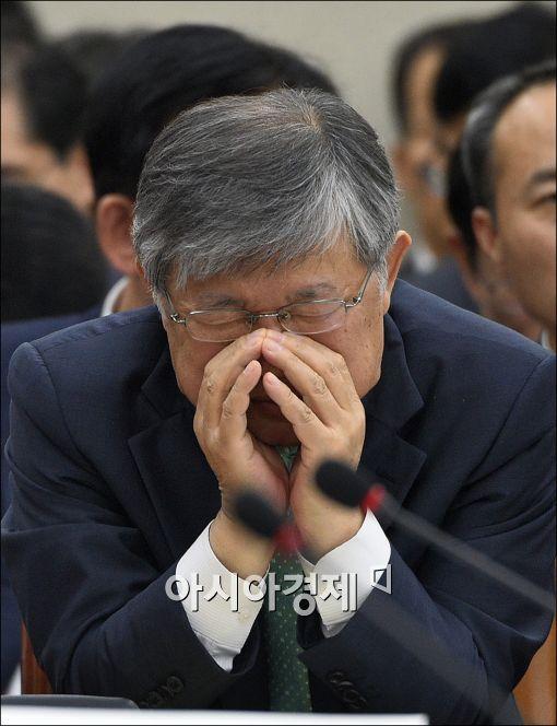[포토]눈 감은 이은철 원자력안전위원장