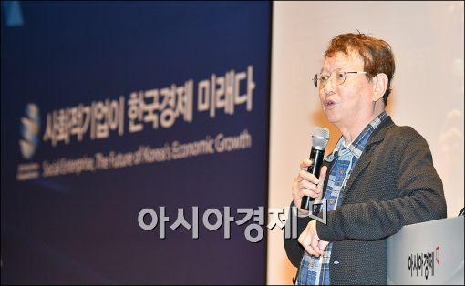 ▲전유성 사회적기업 청도코미디시장 대표가 22일 서울 여의도 중소기업중앙회에서 열린 '2015 아시아미래기업포럼'에서 강연하고 있다.