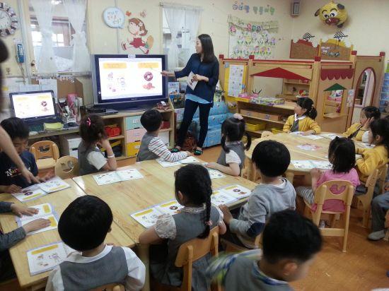 유치원에서 수업중인 어린이들(사진은 기사 본문과 관계 없음)