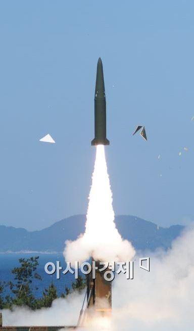 ADD가 사거리 500㎞이상의 탄도미사일 개발에 성공해 시험발사한 것은 2012년 10월 한미 미사일지침 개정에 따라 한국군의 탄도미사일 사거리를 늘리는 데 합의한 이후 2년 8개월여 만이다. (사진제공=국방과학연구소)