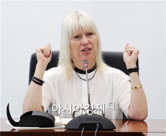 2016광주비엔날레 예술총감독에 '마리아 린드'