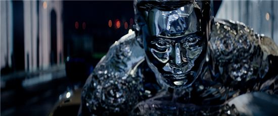 기계와 인간의 대결을 그린 영화 '터미네이터 제니시스'의 한 장면. 여전히 많은 이들은 기계가 인간의 미래에 위협이 될 수 있다며 두려워하고 있다.