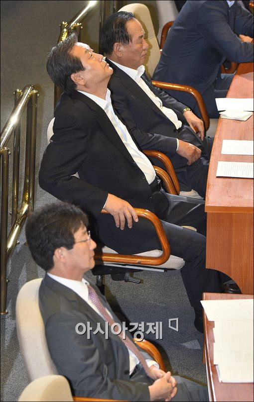 [포토]본회의장에 나란히 앉은 김무성·유승민