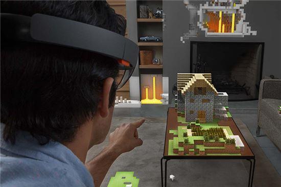 마이크로소프트의 증강현실 기기 '홀로렌즈'