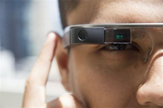 구글의 증강현실 기기 '구글 글래스'