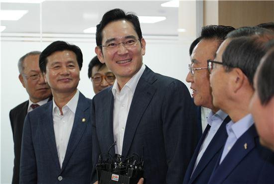 경북창조경제혁신센터를 방문한 이재용 삼성전자 부회장.