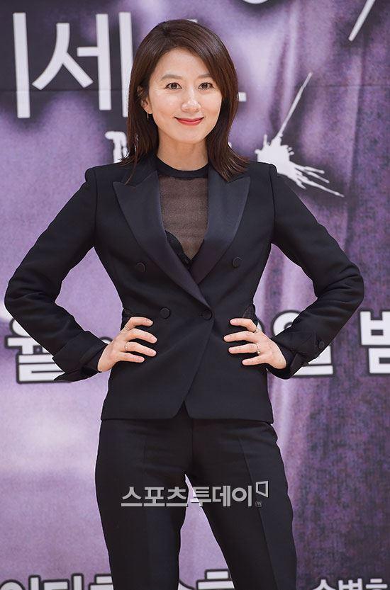 김희애도 YG로…연기자 '대어' 잇단 영입 YG에는 누가?