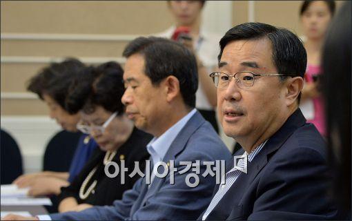 김정훈 새누리당 정책위의장(오른쪽)