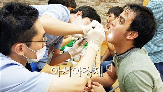 보훈병원,전남대 치과병원이 광주 전남북 외국인근로자 위한 의료봉사를  실시했다.