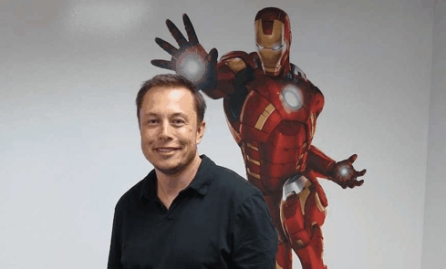 테슬라와 스페이스X CEO 일론 머스크. 영화 아이언맨의 주인공 토니 스타크의 실제 모델로 유명하다.