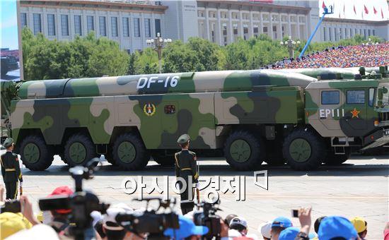 중국의 중거리 탄도미사일 전력인 DF-16의 모습