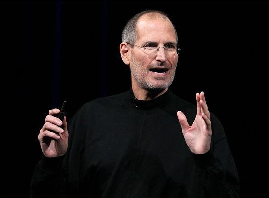 스티브 잡스 전 애플 최고경영자(CEO). 그는 아침식사 전까지 일을 하는 것으로 유명하다.
