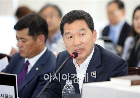 <새정치민주연합 신정훈 의원>