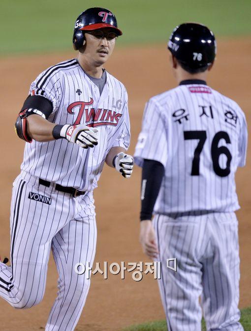 '박용택 2홈런 4타점' LG, 삼성에 설욕…NC 6연승