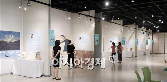 도립도서관은 오는 21일까지 도립도서관 남도화랑에서 그림책 작가 6선 전시회를 운영한다.