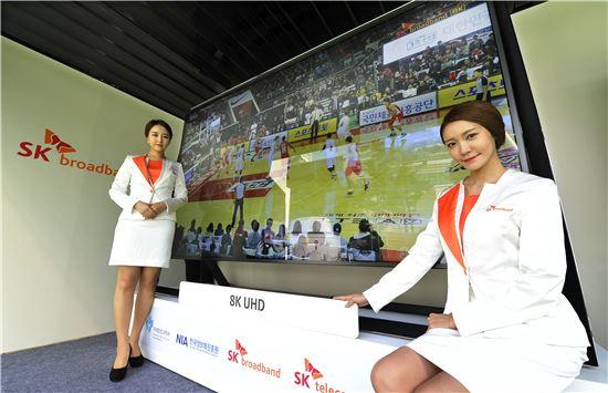 SK브로드밴드는 21일 서울 상암동에서 열리는 'DMC 페스티벌'에서 기존 4k UHD 서비스보다 4배 더 품질이 좋은 8k Super UHD IPTV 시연 서비스 행사를 가졌다.(사진=SK브로드밴드)