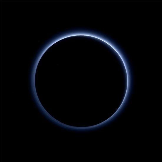 ▲뉴호라이즌스 호가 명왕성의 푸른 하늘을 포착했다.[사진제공=NASA]