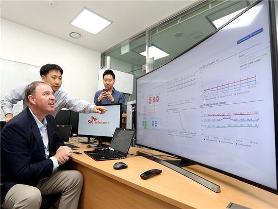 SK텔레콤은 세계적인 통신 기술 · 서비스 기업 에릭슨과 5G 핵심기술인 '네트워크 슬라이싱'을 세계 최초로 개발하고 분당 종합기술원에서 시연을 완료했다고 22일 밝혔다.(사진=SKT)