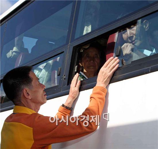 이산가족 상봉 모습.