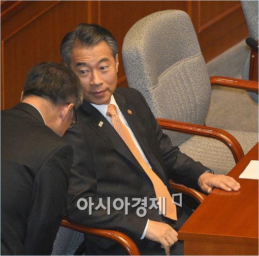 [포토]인사 받는 정종섭 장관