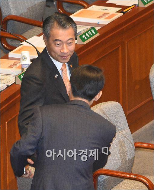 [포토]국회 예결위 전체회의 출석한 정종섭 장관