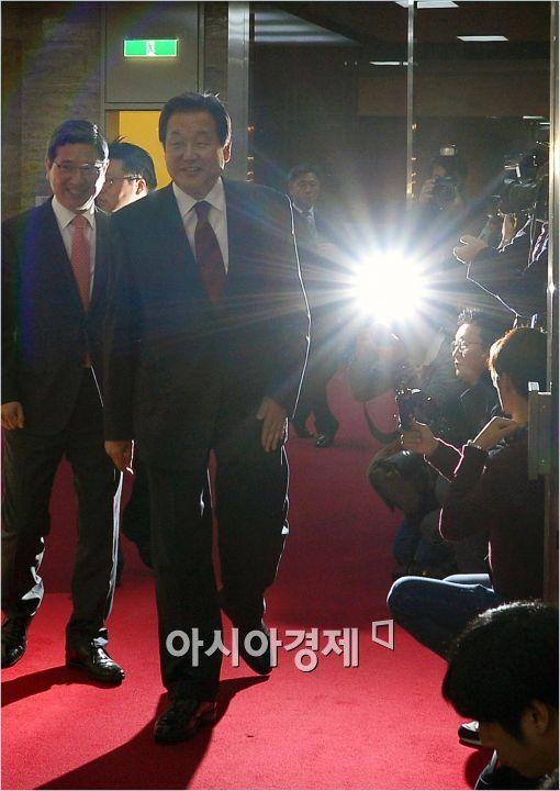 """김무성 """"TK도 상향식 공천 적용""""…선진화법 폐기 호소"""