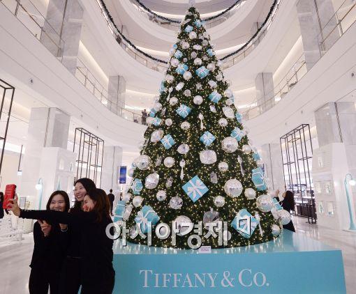 [포토]현대백화점에 설치된 티파니 대형 크리스마스 트리