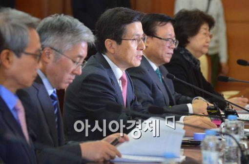 [포토]황교안, '국내 발생 감염병도 대응 매뉴얼에 반영'