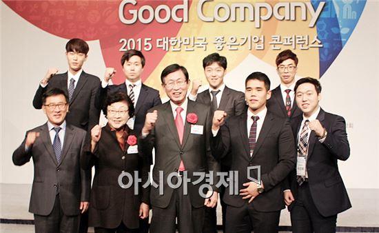 조환익 한국전력공사 사장이 동신대학교(총장 김필식)에 장학금 1천만원을 기부했다.