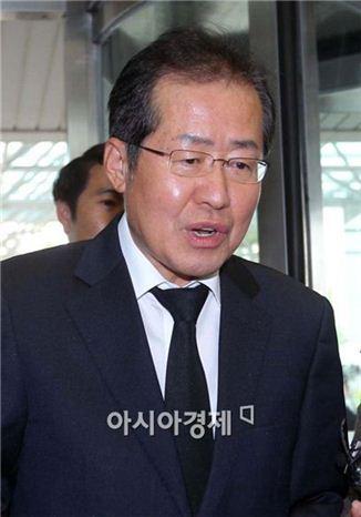 [포토]YS 빈소 찾은 홍준표 경남도지사