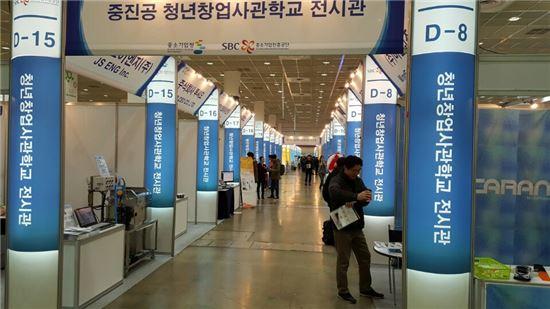 29일 서울 코엑스 2015 창조경제박람회. 중소기업·해외 스타트업 부스 대부분이 관람객들의 관심에서 벗어나 있었다.