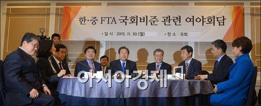 국회는 지난달 30일 본회의를 열어 중국과의 자유무역협정(FTA) 비준동의안을 통과시켰다. 비준동의안은 재석 의원 265명 가운데 찬성 196명, 반대 34명, 기권 35명으로 가결됐다. 사진은 이날 개최된 한중 FTA 국회비준 관련 여야회담.