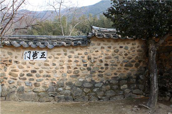 조선시대 선비 양산보의 15대에 걸친 후손들의 복원과 관리로 민간정원의 원형을 간직해 올 수 있었다고 한다.