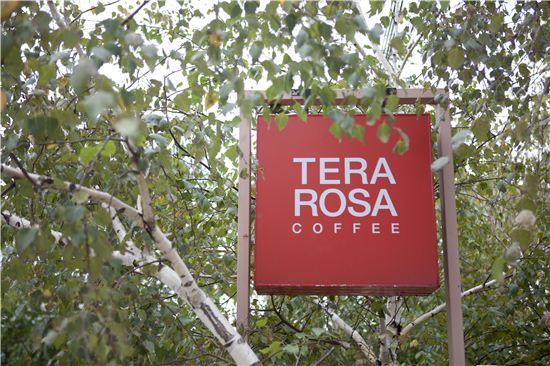 2002년 문을 연 테라로사 커피공장은 이제 강릉의 명소가 됐다.