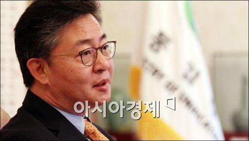 홍용표 통일부 장관.