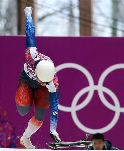 윤성빈이 2014년 소치동계올림픽 스켈레톤 경기에서 스타트하고 있다, 사진=봅슬레이스켈레톤경기연맹 제공