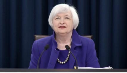 재닛 옐런 미국 연방준비제도(Fed) 의장이 16일(현지시간) 금리인상을 발표하고 있다.