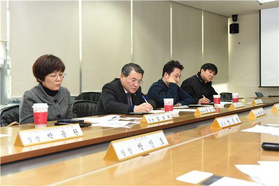 경기중기센터가 16일 가장증강현실 전문가 양성을 위한 회의를 갖고 있다.